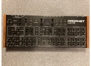 Dave Smith Instruments Prophet Rev2 Module 16 voix (98252)