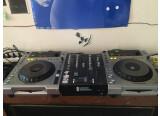 Paire de CDJ 850 + table de mixage deux voies