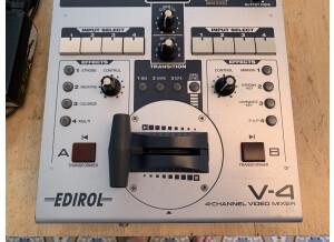 Edirol V-4