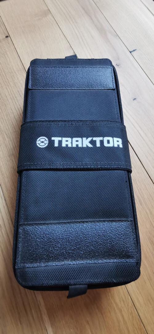 Native Instruments Traktor Kontrol X1 (63672)
