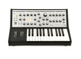 Vends Moog Music Sub Phatty quasi neuf très peu servi 500 euros encore sous garantie