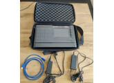 MPC Live II avec SSD Crucial 500 Go intégré + Housse de transport + Chargeur additionel + Decksaver