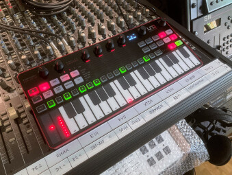 UNO Synth Pro_2tof Desk03.JPEG