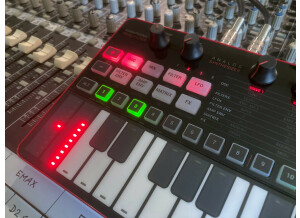 UNO Synth Pro_2tof Desk05.JPEG