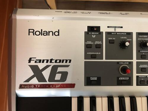 Roland Fantom X6 Top corner