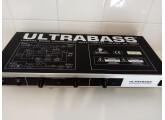 URGENT : BEHRINGER ULTRABASS EX 1000