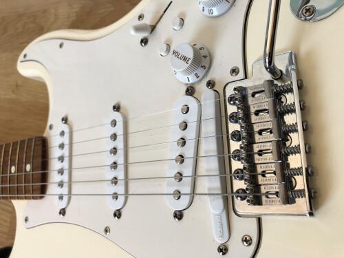 Fender Standard Roland Ready Stratocaster [?-2005] (53850)