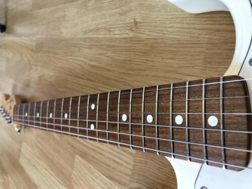 Fender Standard Roland Ready Stratocaster [?-2005] (48443)