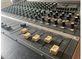 Table de mixage analogique Roland RM-1200