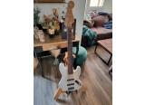 Fender Jazz Bass V USA (5 cordes) + étui rigide