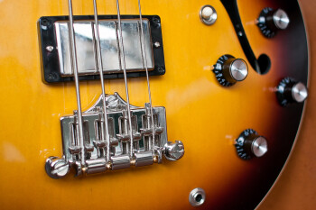 Gibson ES-335 Bass